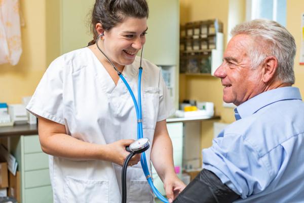 Hausarzt Hallwang - Jungbauer - Blutdruckmessung in unserer Praxis